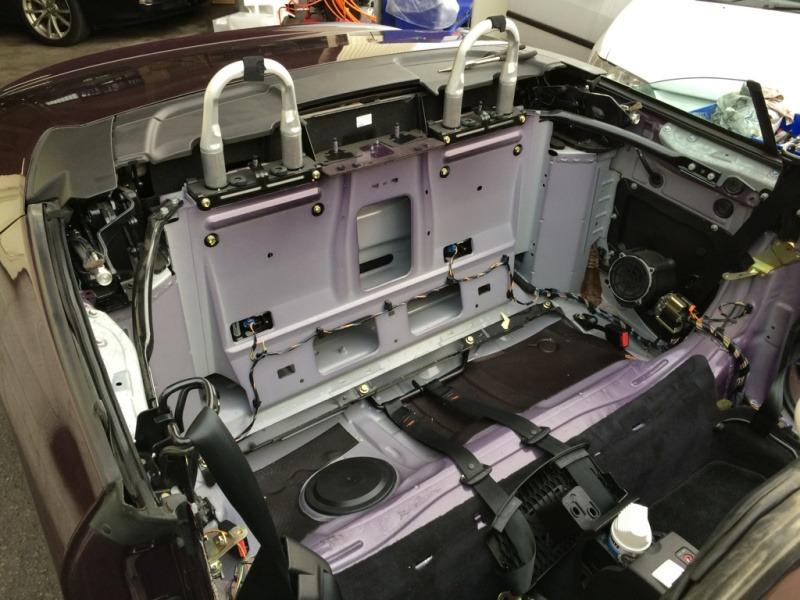 大掛かりな修理作業となる車種もあります ~プジョー307CC パワーウィンドウ修理~